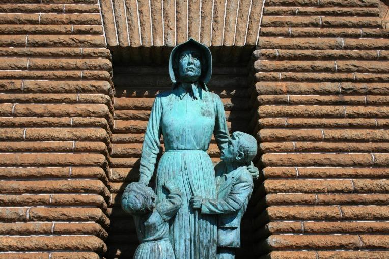 pioneer-statue-438112_1920